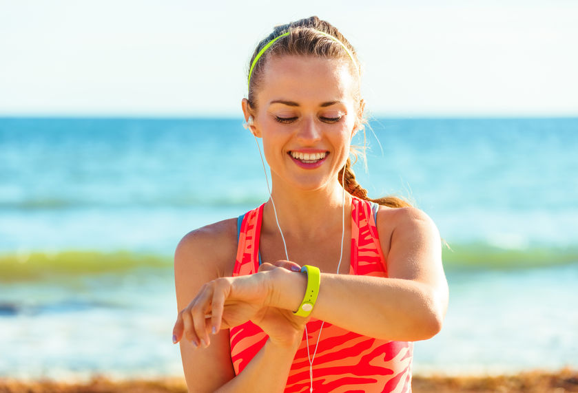 Woman using her smart band