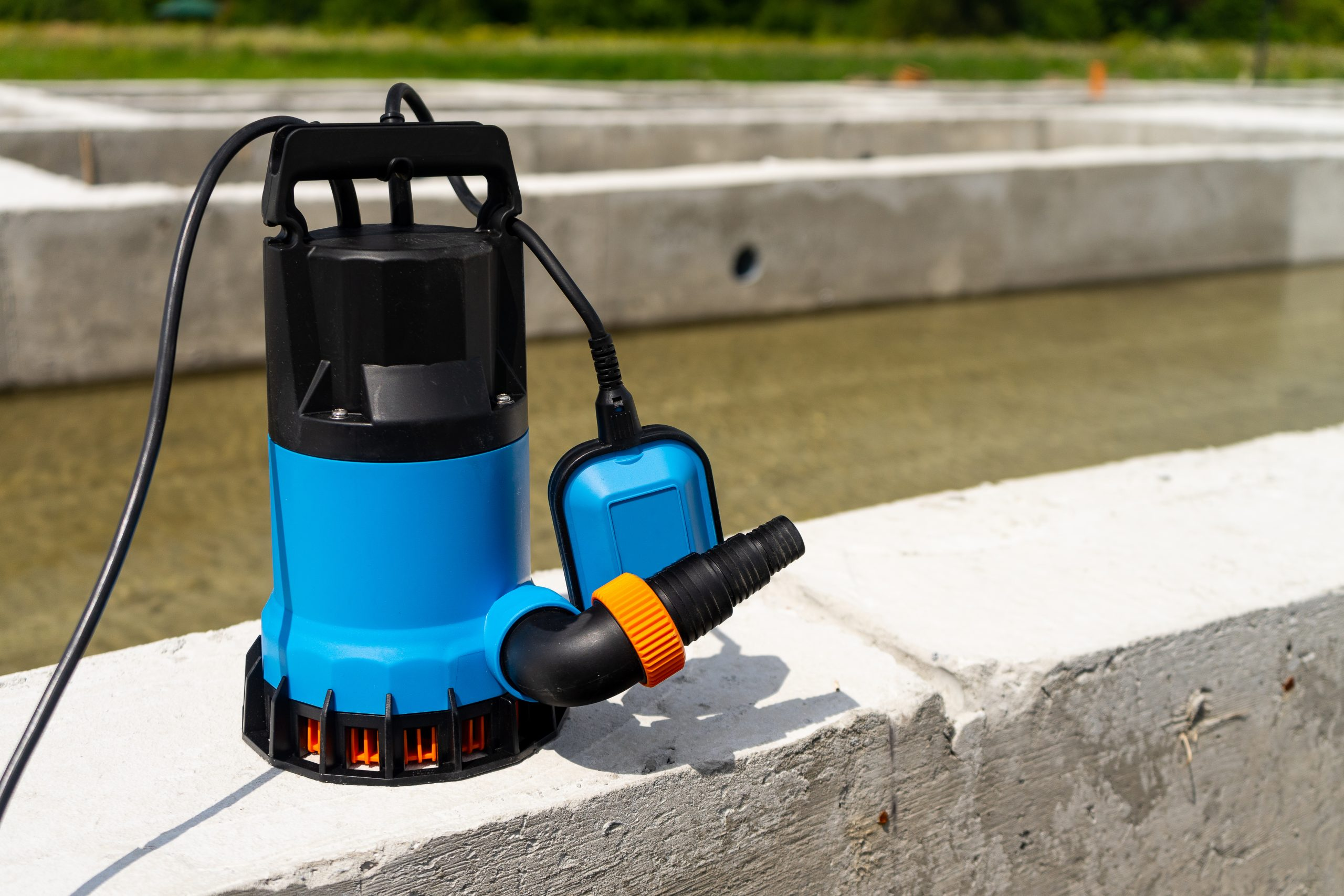 Submersible pump dewater construction site, pumping flood water sing deep well.