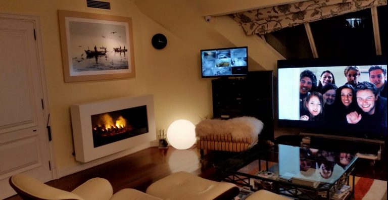 sala de estar con chimenea virtual